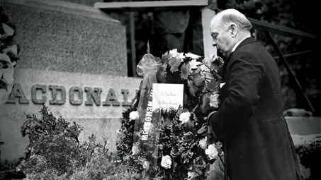 Prime Minister William Lyon Mackenzie King places a wreath during an event in Kingston, Ontario, on June 7, 1941, to commemorate the fiftieth anniversary of Sir John A. Macdonald's death.