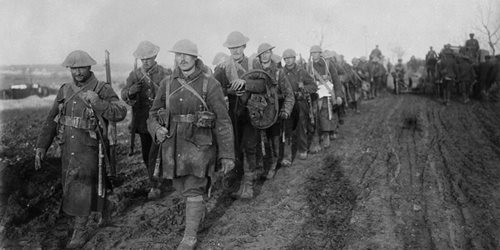 Newfoundland troops returning from the trenches. November, 1916. Battle of the Somme. Photo: he Royal Newfoundland Regiment Museum, MIKAN no. 3521804.