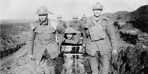 Bringing in a wounded Canadian through the mud. November, 1916. Photo: Dept. of National Defence / LAC, MIKAN no. 3395820.